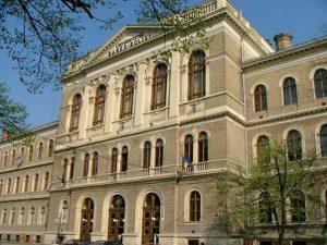 الجامعات الرومانية